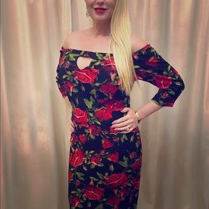 🆕 Listing! 📌⬆️ style midi dress with roses!